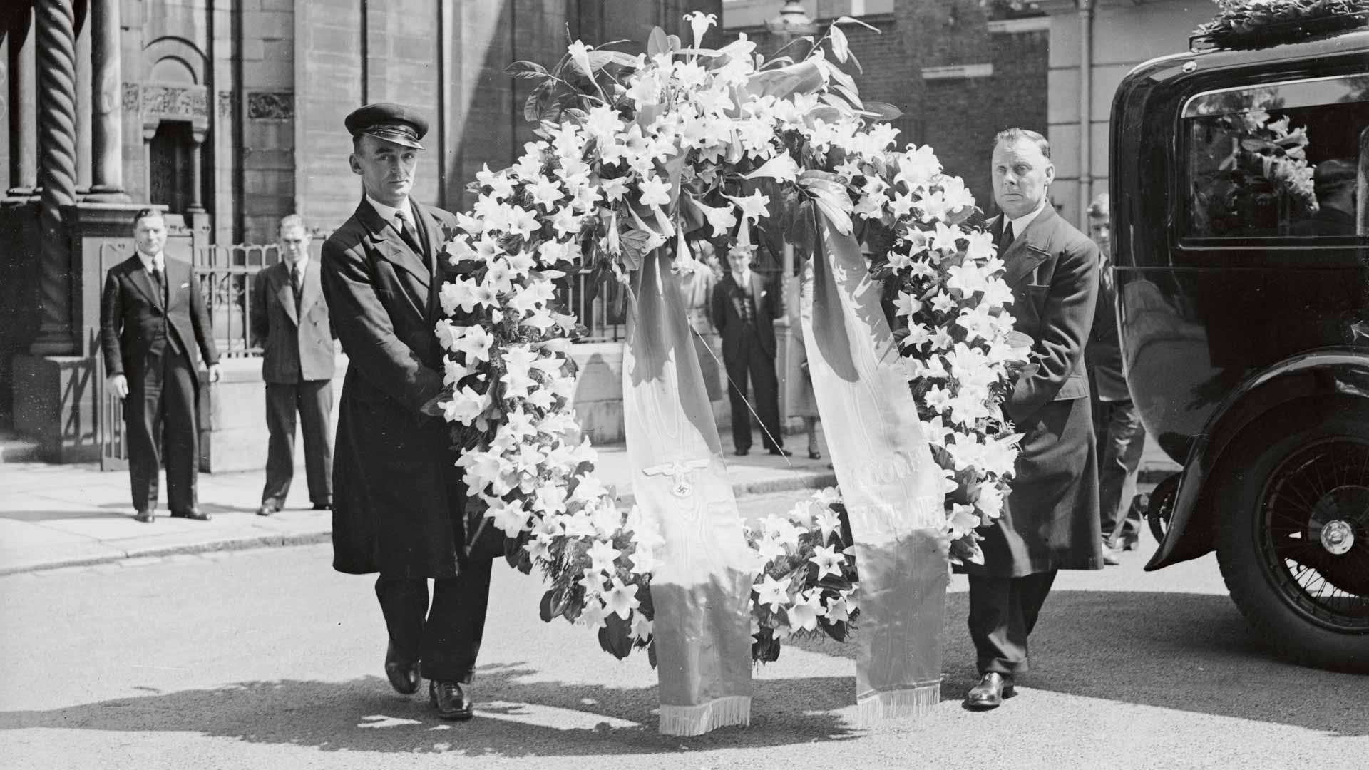 Adolf Hitlerin lähettämä jättisuuri seppele