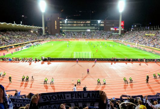 Huuhkajat kohtaavat Bosnian jalkapallon EM-kisoissa.