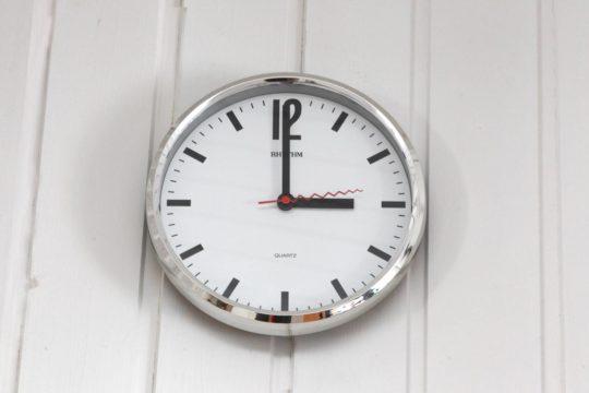 Inhoatko sinäkin kellojen siirtelyä? Muutosta tähän ei ole tapahtumassa hetikään.
