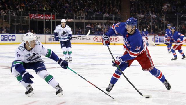 New York Rangersin Kaapo Kakko pelasi Vancouver Canucksia vastaan Madison Square Gardenissa lokakuun 20. päivänä.