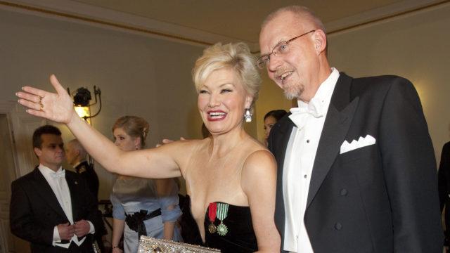Karita Mattila oli naimisissa hänen managerinaan toimivan Tapio Kuneisen kanssa 1992–2019.