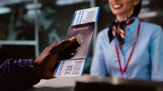 Vain biometrisella passilla pääsee automaattiportista läpi.