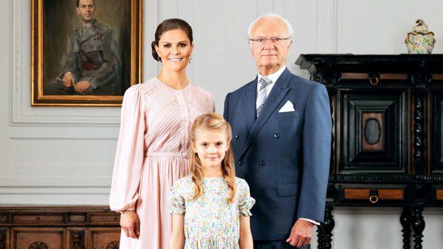 Kruununprinsessa Victoria, kuningas Kaarle XVI Kustaa ja prinsessa Estelle