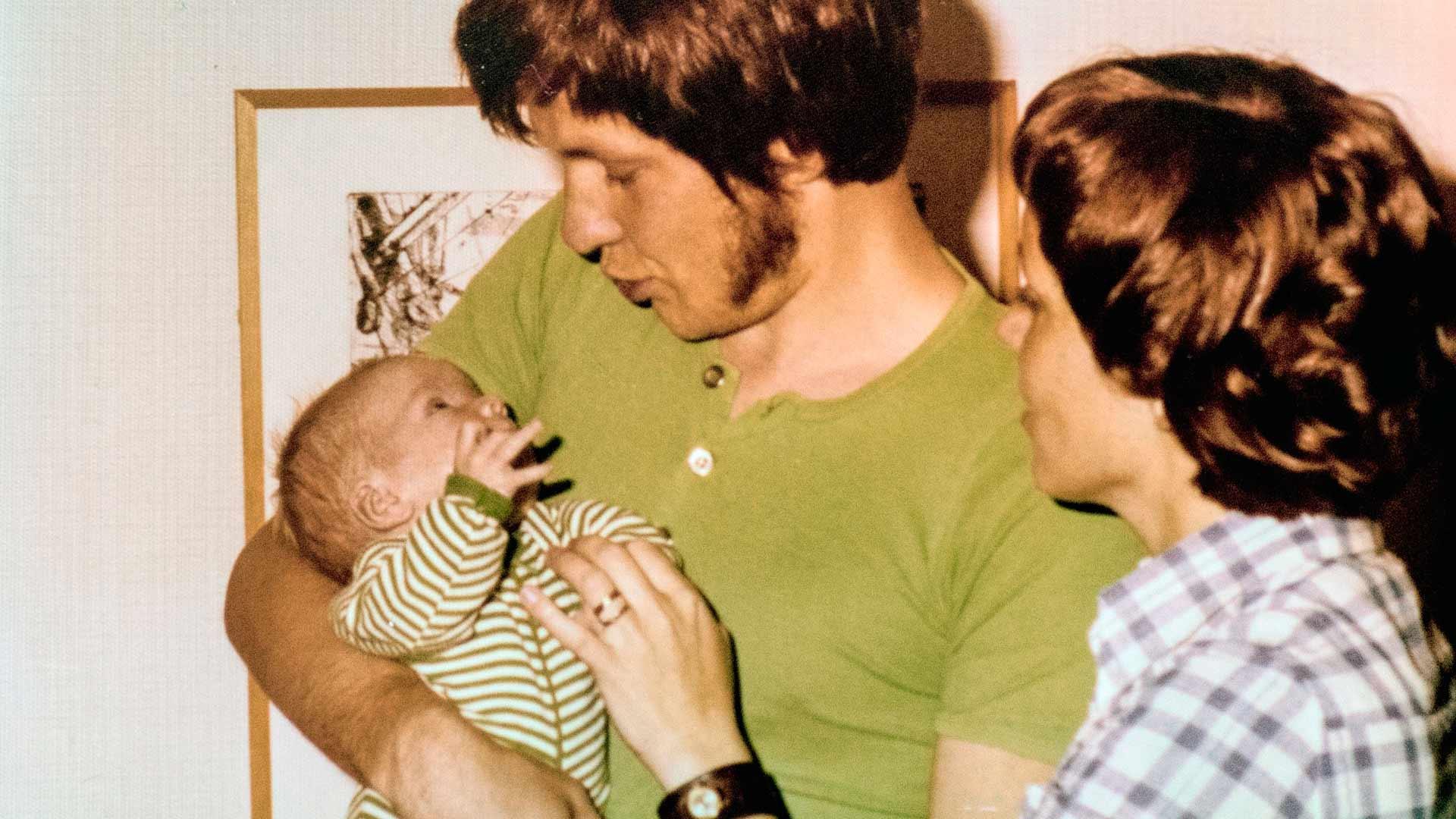 Adoptioperheen elämä oli rakastavaa ja lämminhenkistä.