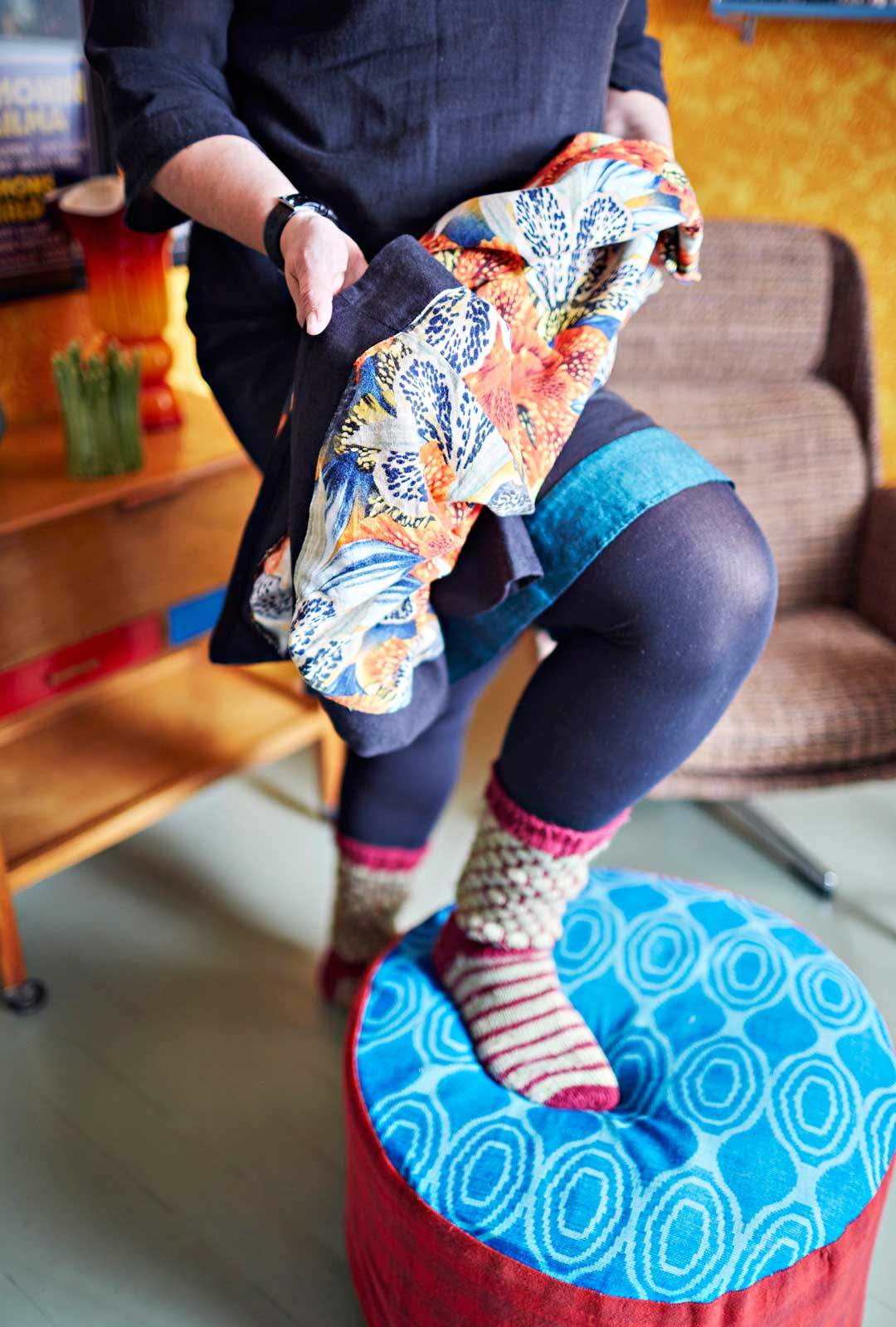 Usein vaatteen käyttöikää voi lisätä viemällä sen ompelijalle. Ainon monissa hameissa on ompelijan ompelema helma.