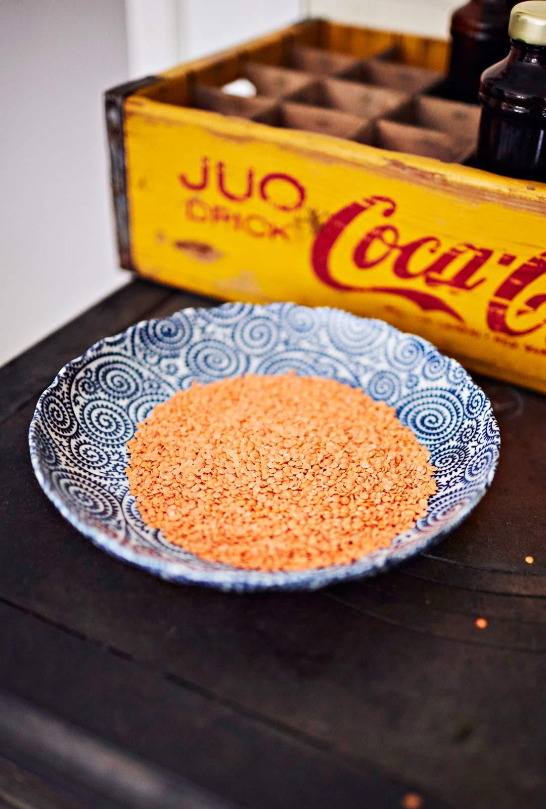 Kirjailijapari suosii kasvispainotteista ruokaa: lautasella on usein esimerkiksi punaisia linssejä.