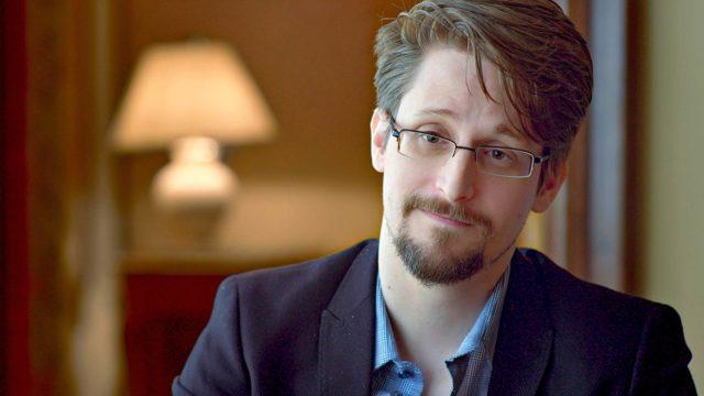 Aktivistin aloitusjakson kasvona on Edward Snowden.