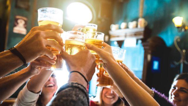 Voiko nuoruuden runsas alkoholin käyttö vaikuttaa maksan kuntoon?