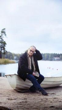 Laulaja-lauluntekijä Edu Kettunen aloitti uransa 1980-luvun alussa Broadcast-yhtyeen kitaristina.