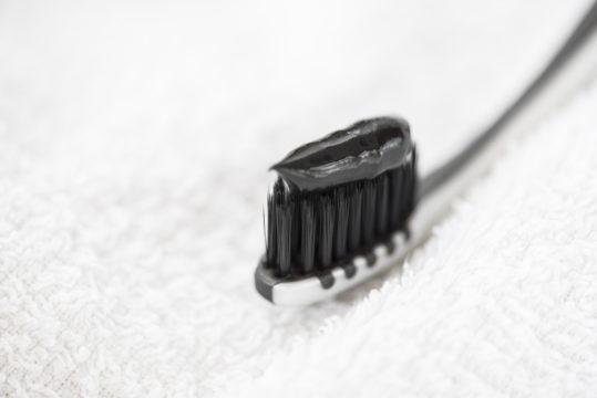 Fluorittomat hammastahnat reikiyttävät hampaita