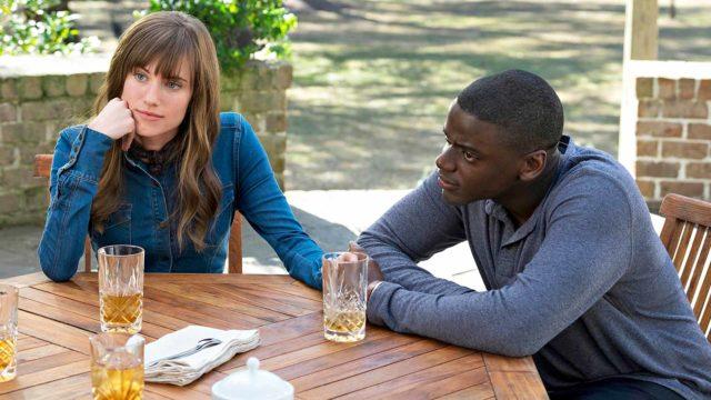 Rose (Allison Williams) Chris (Daniel Kaluuya) piipahtavat sukuloimassa.