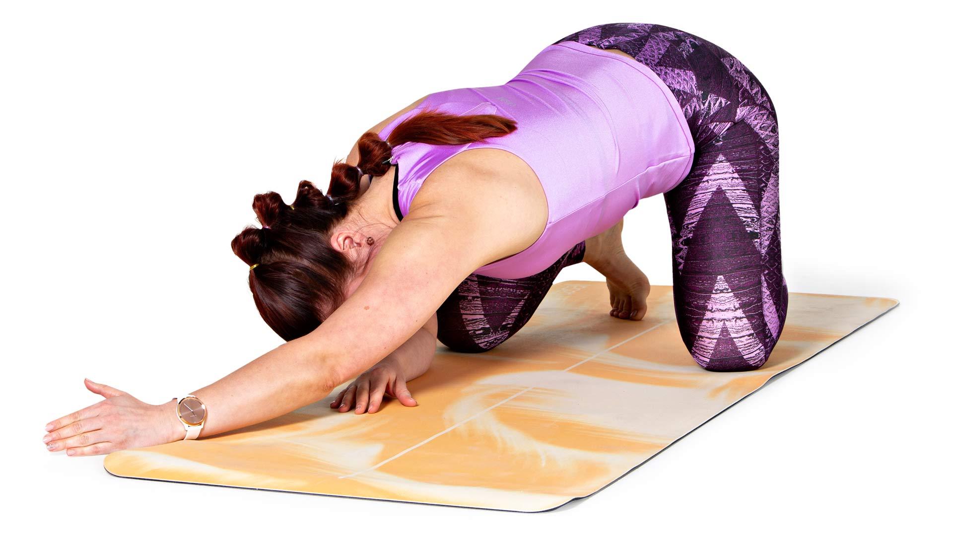 Kurota suoralla kädellä pituutta samalla koko kättä ja kainaloa lattiaa kohti painaen.