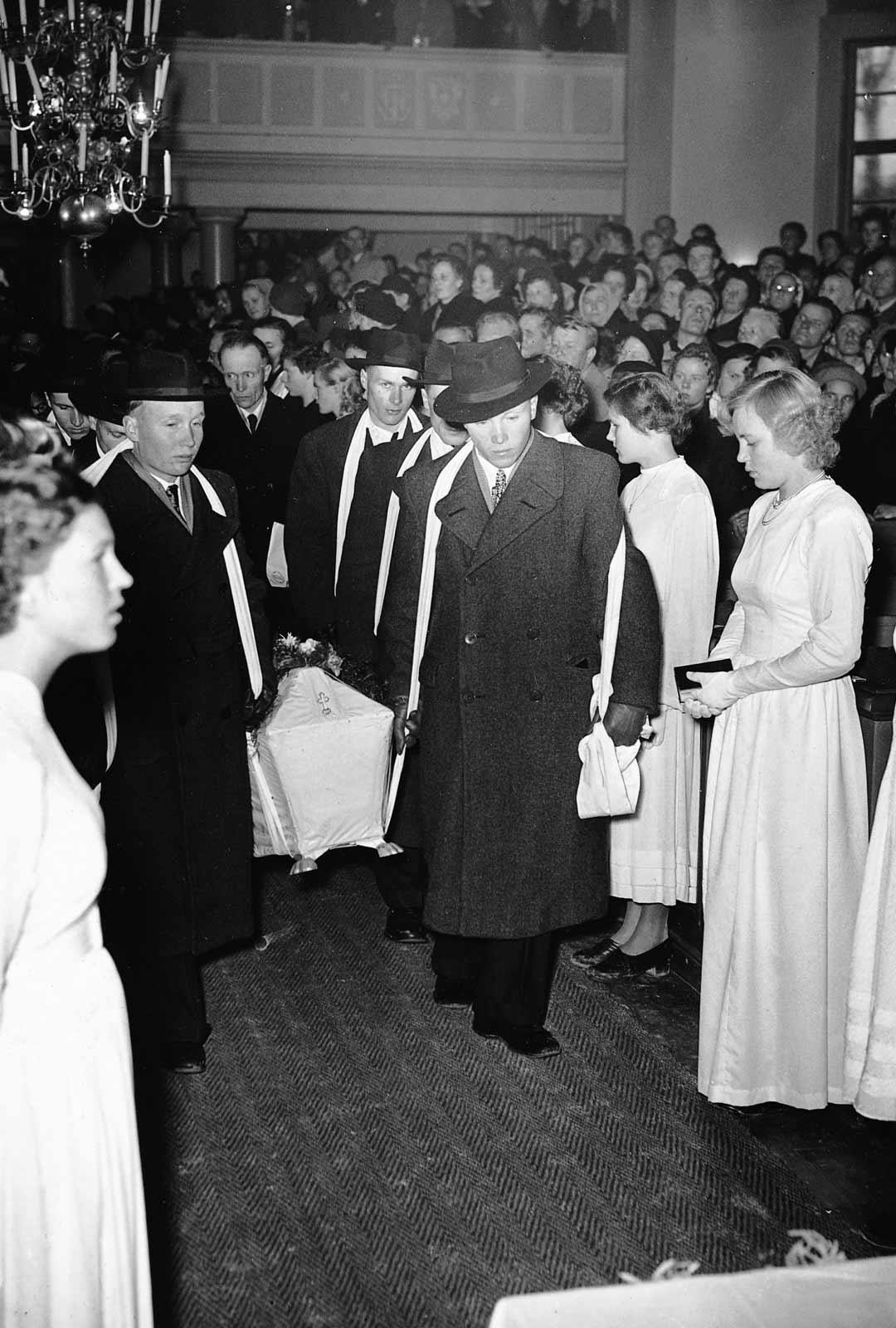 Kyllikki Saari haudattiin 25.10.1953. Tilaisuuteen osallistui noin 25 000 ihmistä.