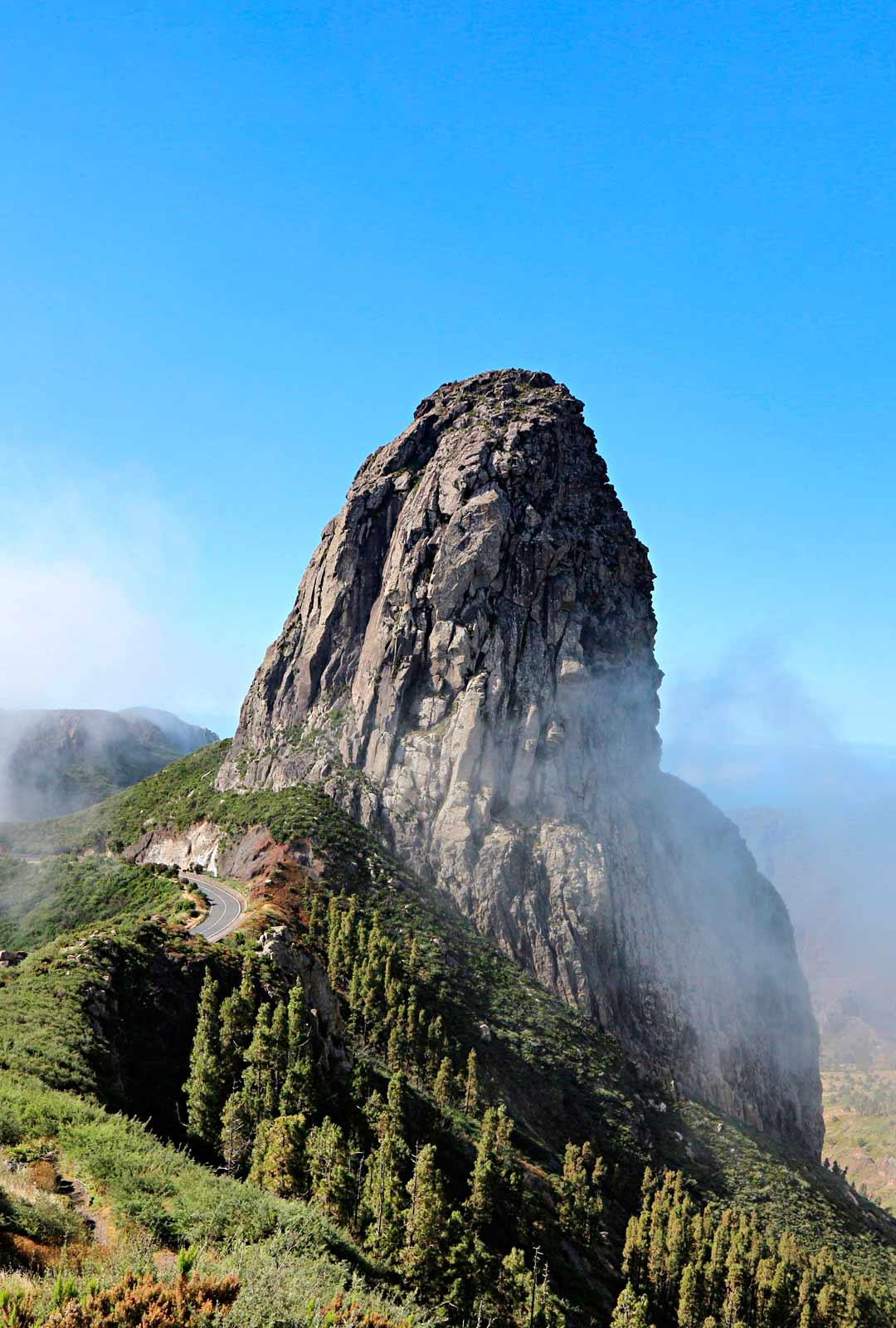 Roque de Agando – tulivuoren purkauskanavaa pidetään yhtenä La Gomeran symboleista.