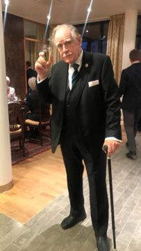 90 vuotta täyttäneen Carl Mestertonin kädenjälki näkyi Metsolat-sarjan lisäksi aikansa suursuosikeissa Hovimäessä ja Kotikadussa.