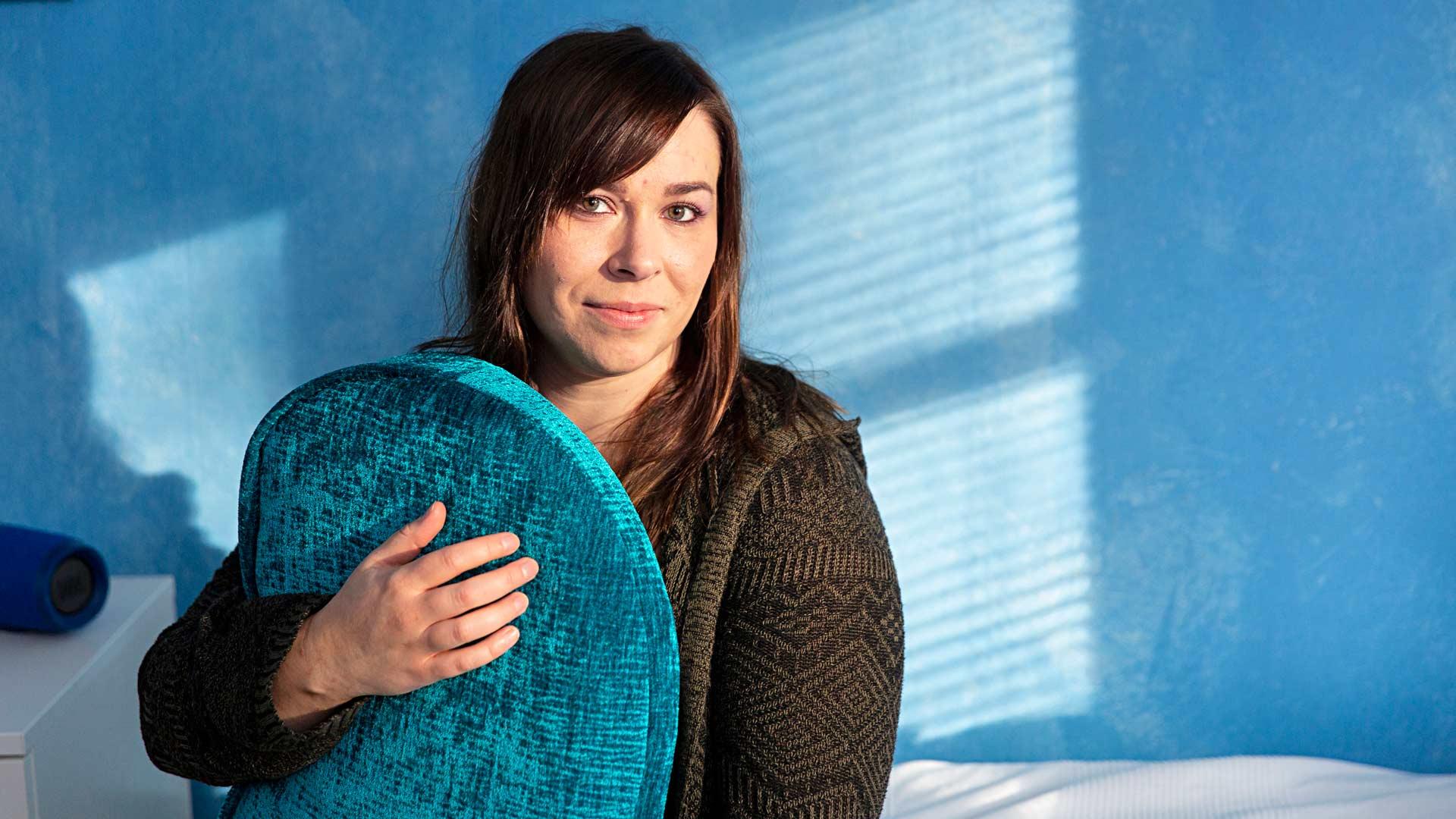 """Nuutin oma huone on lähes kauttaaltaan sininen. """"Sininen väri rauhoittaa. Tämä on koko perheen rauhoittumishuone"""", Noora kertoo. Sininen on myös autismin tunnusväri."""