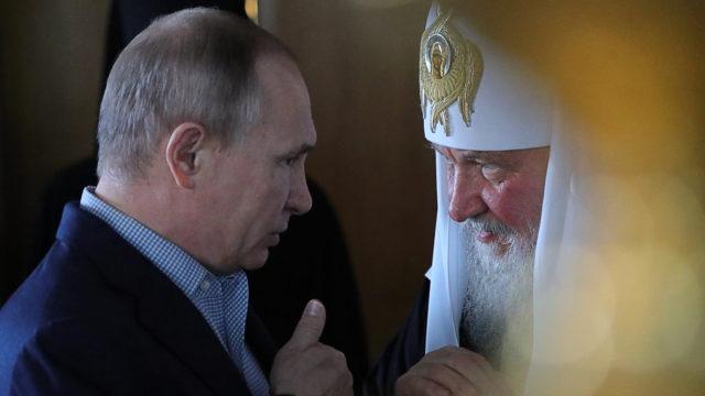 Venäjällä kirkon ja valtion tavoitteet ovat yhteneväiset – patriarkka Kirill on presidentti Putinin läheinen neuvonantaja.