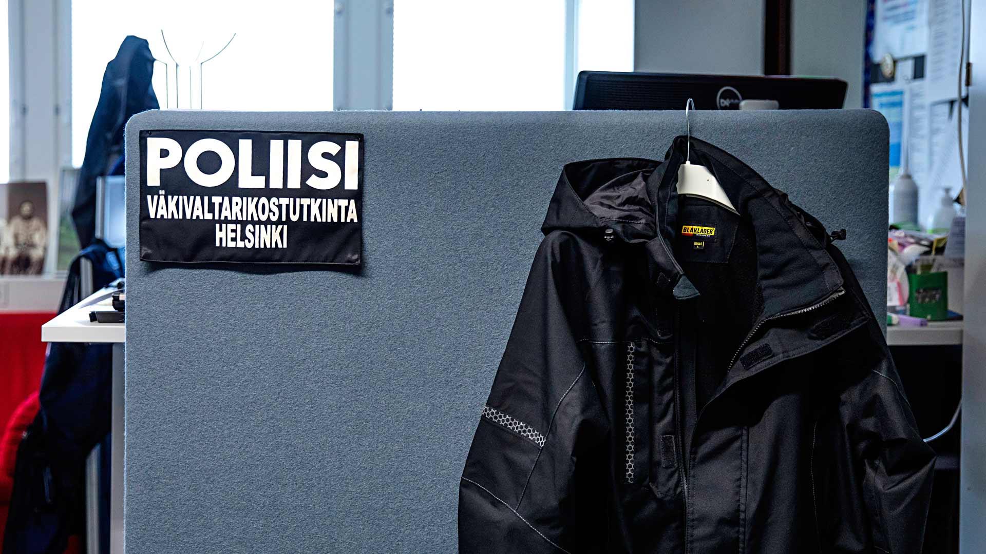 """""""Helsingistä soitettiin ja kerrottiin, että täällä on kuulemma kivaa. Ajattelin, että olen vuoden, mutta 30 vuotta olen ollut. Ei minulla ole koskaan ollut paloa väkivaltarikostutkintaan, mutta kyllä siihen jäi koukkuun. Jonain päivänä vain tajusin, että olen väkivaltaosaston tutkija."""""""
