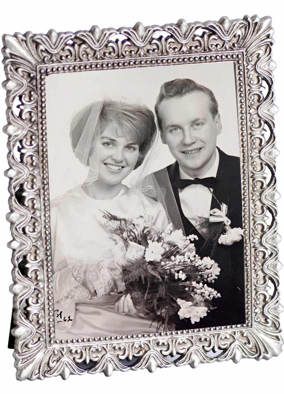 Anna-Liisa ja Jorma avioituivat parikymppisinä keväällä 1961. Yhteiselo alkoi jo teini-iässä.
