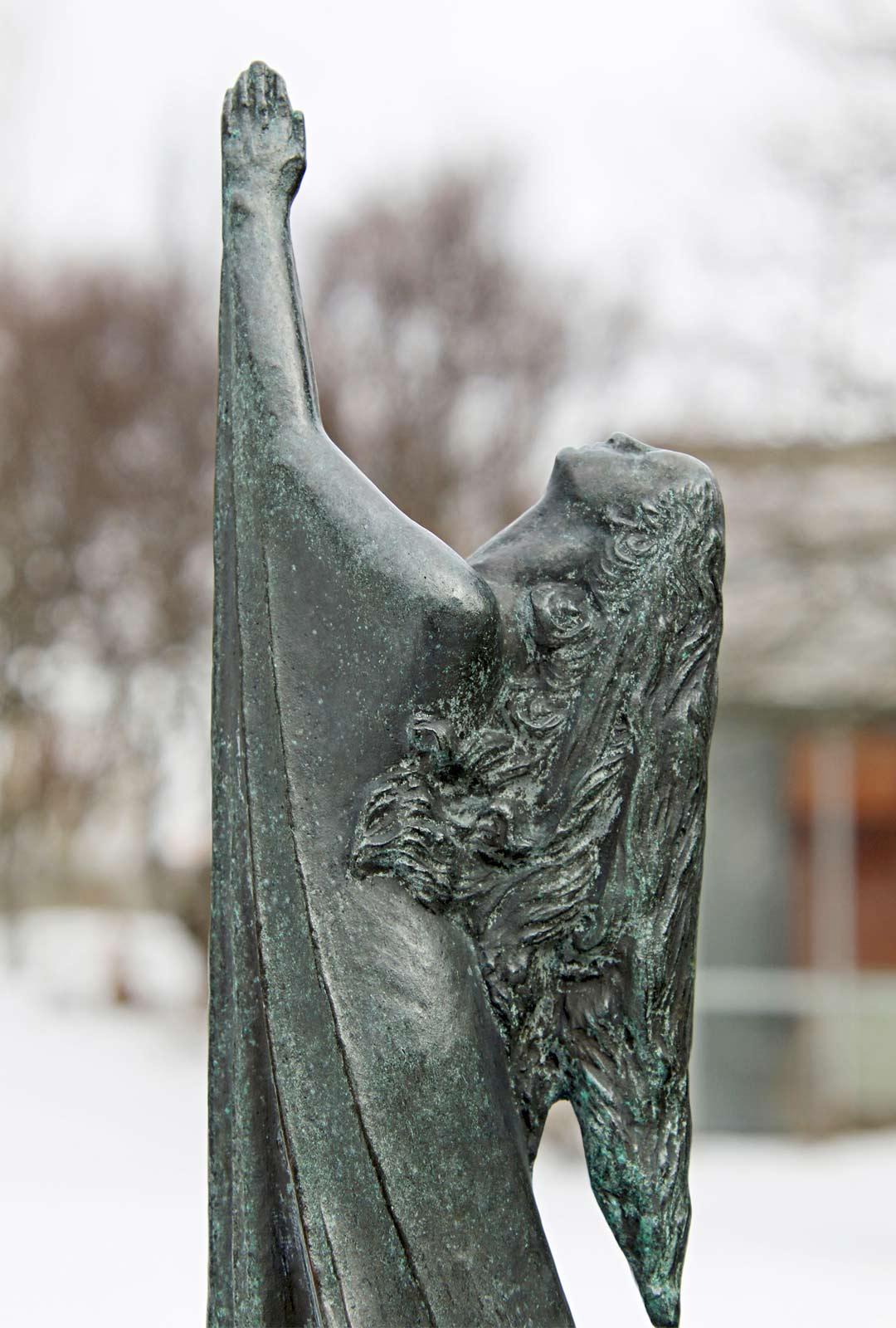 Einar Jónssonin patsaspuiston veistokset kertovat Edda-runojen maailmansyntymyyttejä.