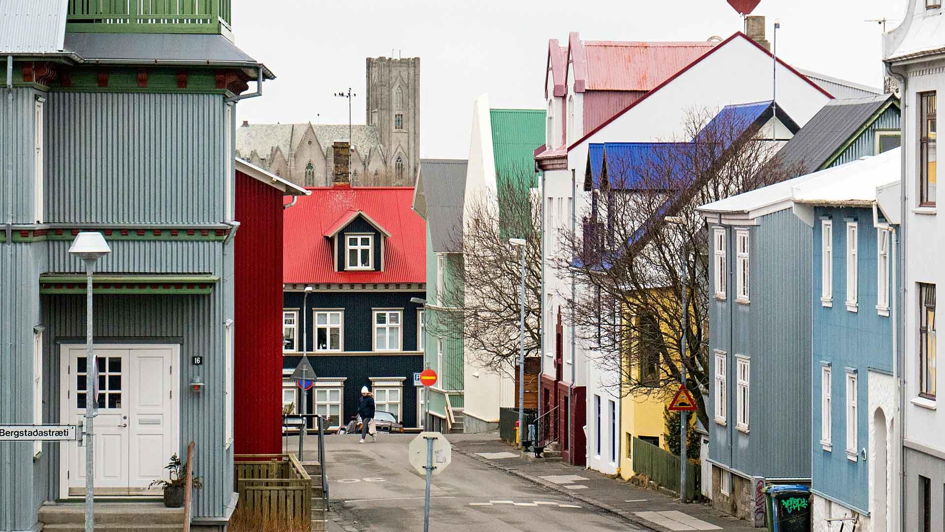 Satu Rämö suosittelee kävelyä ydinkeskustan kapeilla kaduilla.