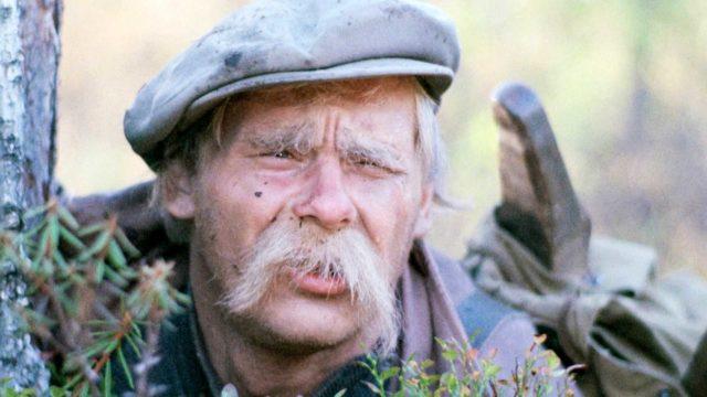 Jyrki Kovaleff nähdään elokuvassa muhkeiden viiksien taakse väjyvänä Vikke Nilona.