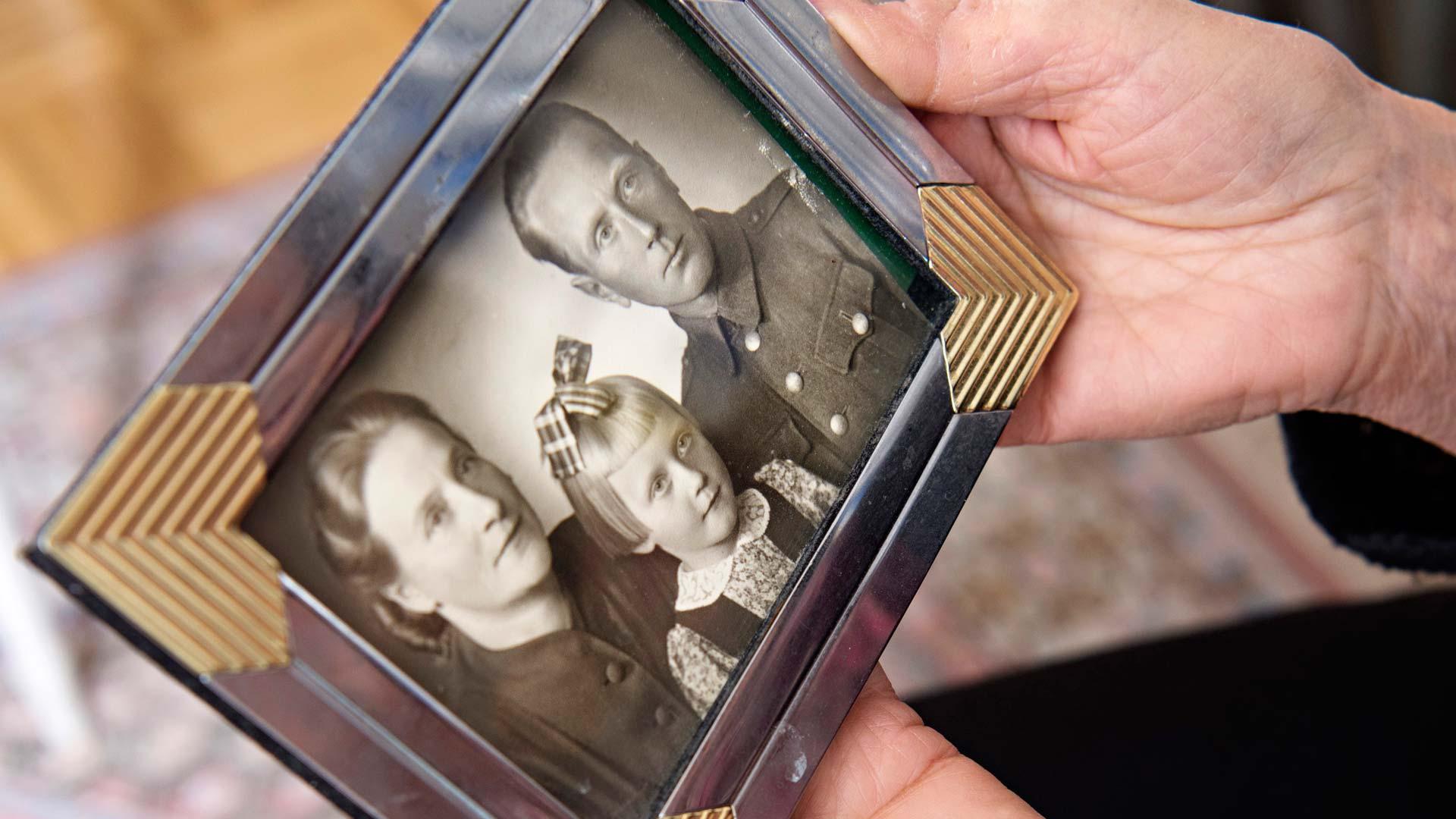 Sota-aikana käytiin ahkerasti valokuvaamoissa. Yhteiskuvat pitivät toivoa yllä: pian olisimme taas yhdessä.