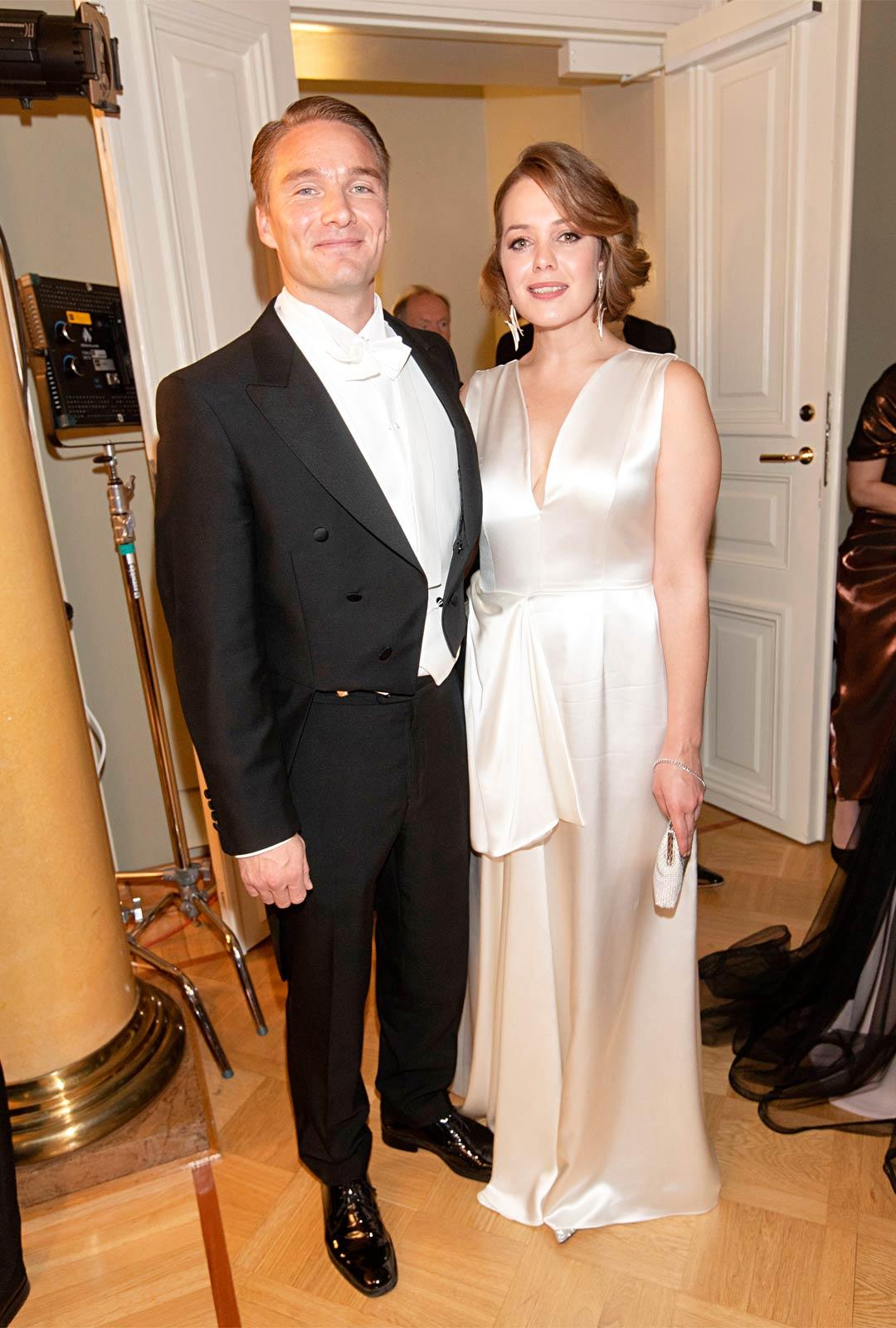 Näyttelijät Leo Honkonen ja Oona Airola lomailivat Kaliforniassa ennen Linnan juhlia.