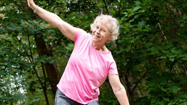 Marjut Arhilahti oppi lapsuudessaan koulun liikuntatunneilla inhoamaan liikuntaa. Nyt hän on löytänyt häivähdyksen liikunnan ilosta.