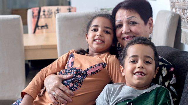 Melody Karvosen kuudesta lapsenlapsesta vain nuorimmat, Adina ja Nebiu asuvat Suomessa.