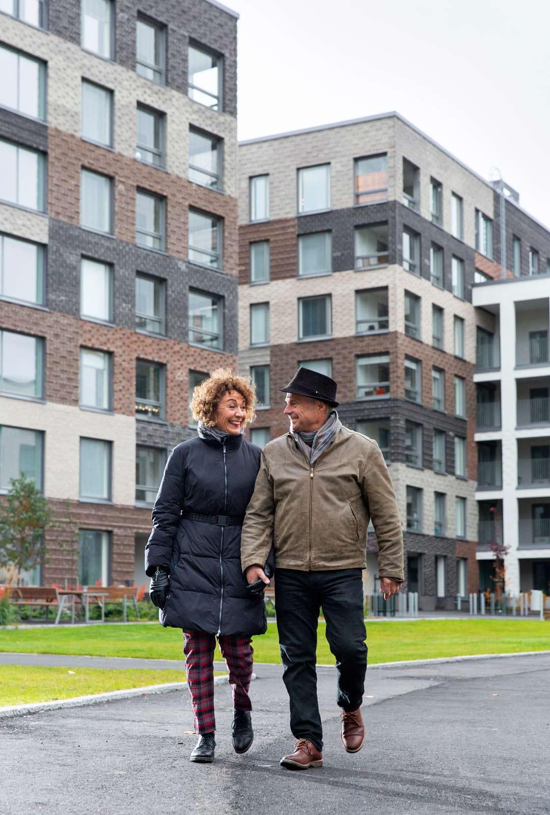 """""""Kävimme jo rakennusvaiheessa katsomassa usein taloa ja näyttämässä kotitaloa myös Fransille"""", Ari kertoo."""