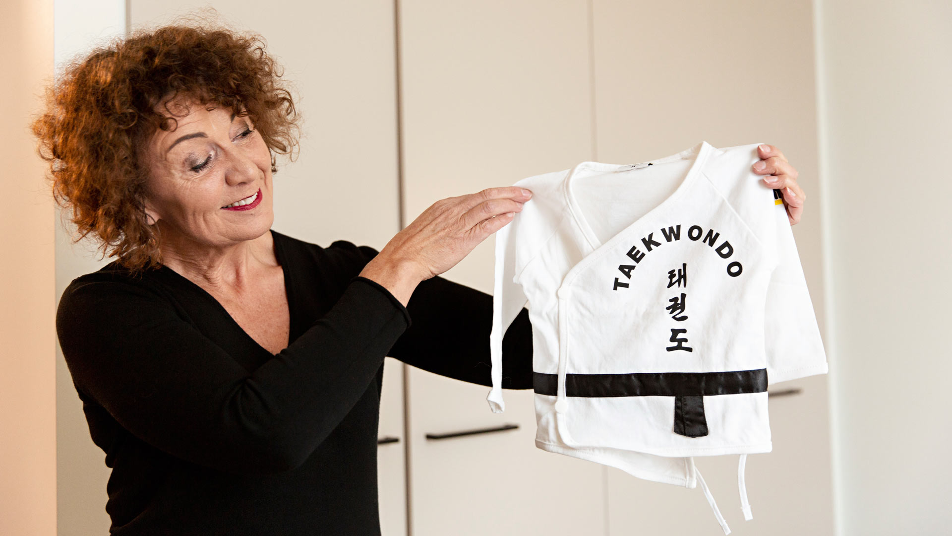 Anneli on ostanut jo ennen toisen lapsenlapsen syntymää tälle taekwondo-puvun.