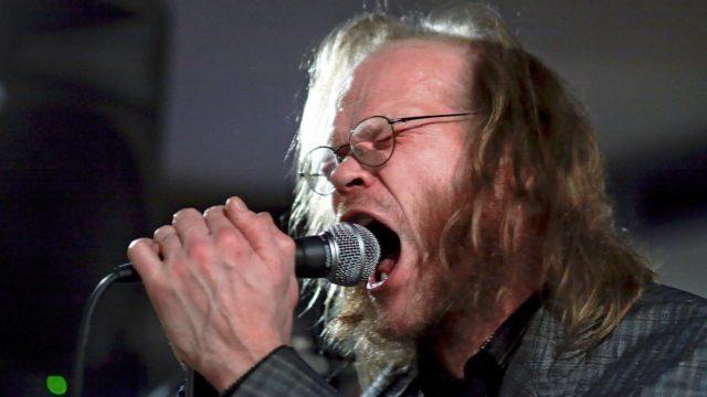 Pekka Myllykoski oli Freud Marx Engels & Jung -yhtyeen sanoittaja ja solisti.