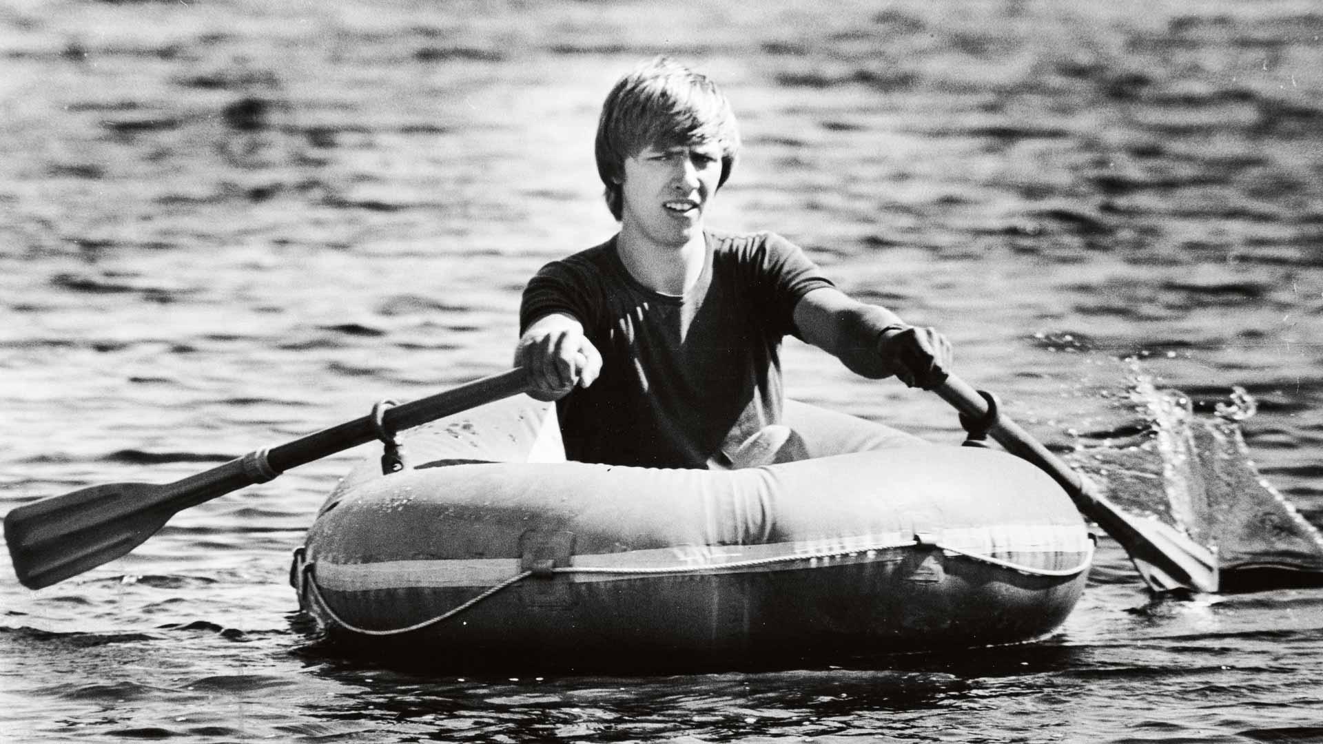 Vuosi pakonsa jälkeen Mart Vahter antoi haastattelun uumajalaiselle Västernbottens Folkbladille, joka kuvautti hänet kumiveneessä. Vahter kuitenkin vaikeni visusti siitä, ketkä häntä auttoivat.