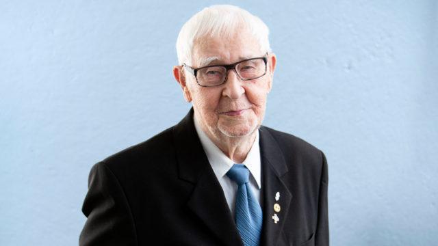 94-vuotias Olavi Kivistö juhlii toista kertaa itsenäisyyspäivää Presidentinlinnassa. Ensimmäisen kerran hän sai kutsun Linnaan vuonna 1975.