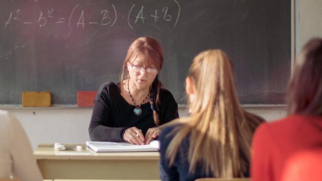 Tutukimuksessa selvisi, että opettajat antoivat arvosanoja oppilaan ulkonäön mukaan.