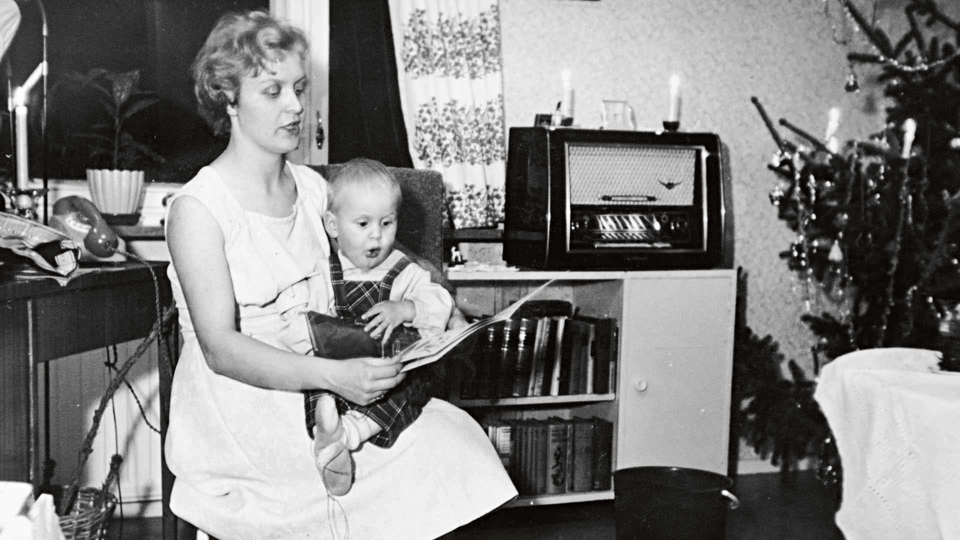 Ritva ja esikoinen Arto vuonna 1961.
