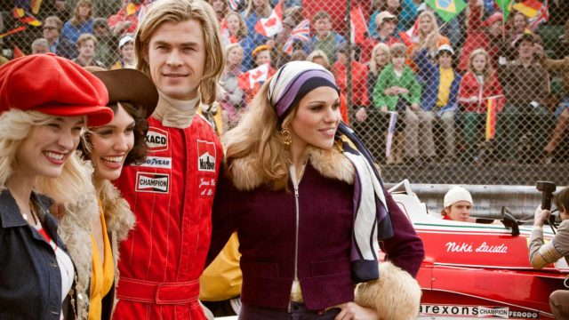 Brittiplayboy James Hunt (Chris Hemsworth) nauttii vaaran tunteesta.