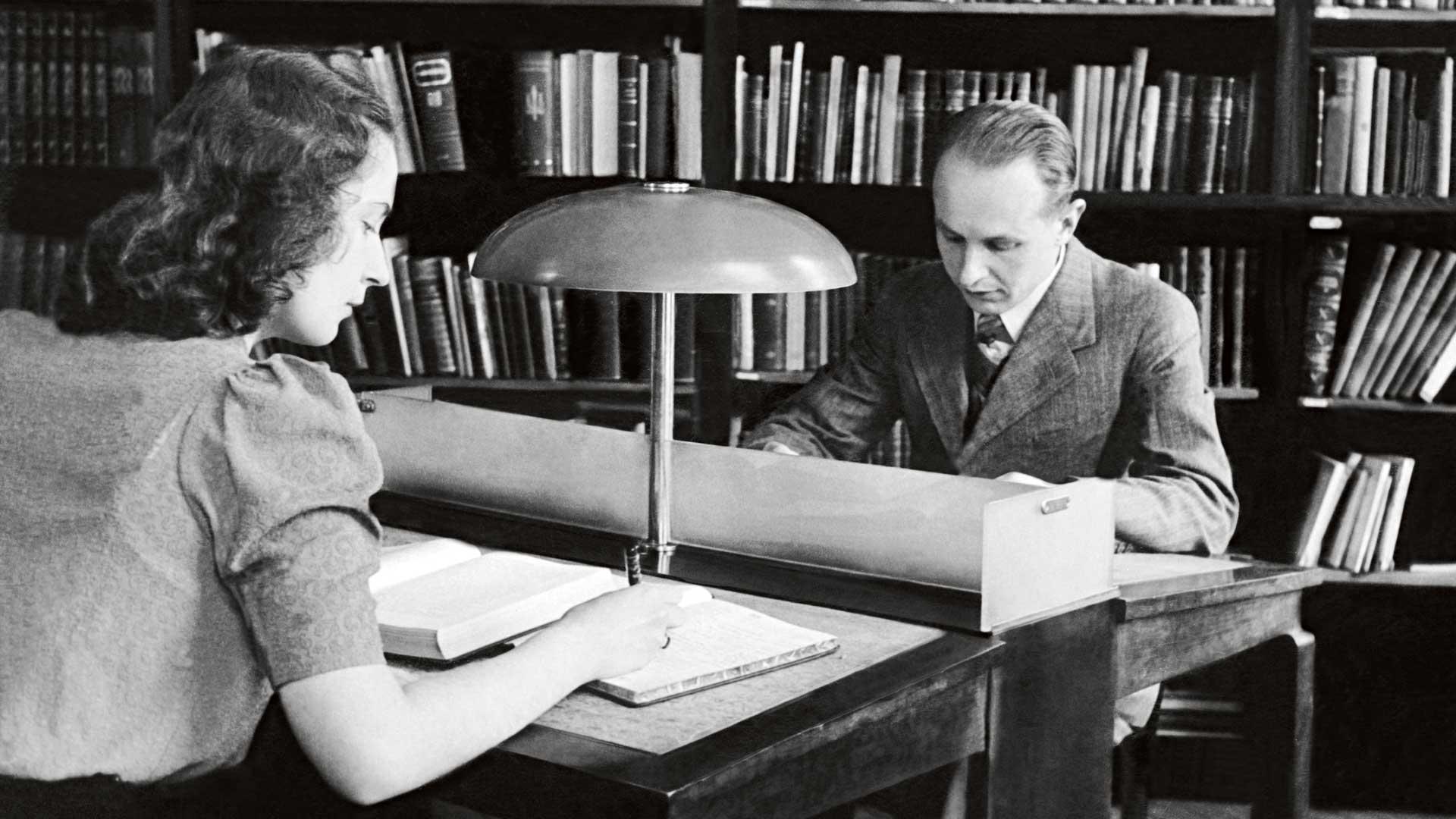 Satakuntalaisen osakunnan kirjastossa opiskeltiin keskittyneesti vuonna 1943.