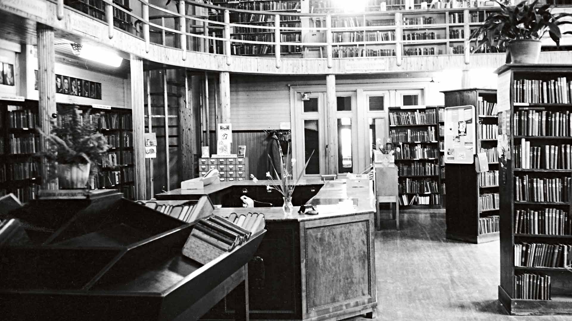 Lahden pääkirjastoa kutsuttiin Puukirjastoksi 1950-luvulla, koska se oli puurakennuksessa.
