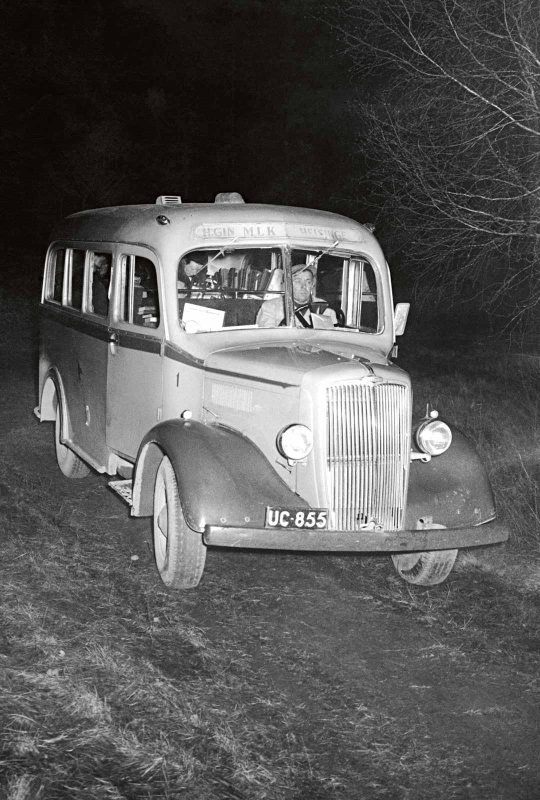 Kirjastoautot huristelivat syrjäisempiin paikkoihin jo vuonna 1954.