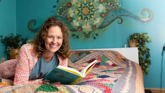 """""""Olen esimerkki siitä, että elämässä voi päästä harppauksia eteenpäin myös käymättä psykoterapiaa. Muutos vaatii ennen kaikkea motivaatiota"""", tara Lange sanoo."""