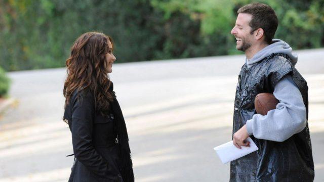 Pat (Bradley Cooper) kohtaa nuoren lesken Tiffanyn (Jennifer Lawrence).