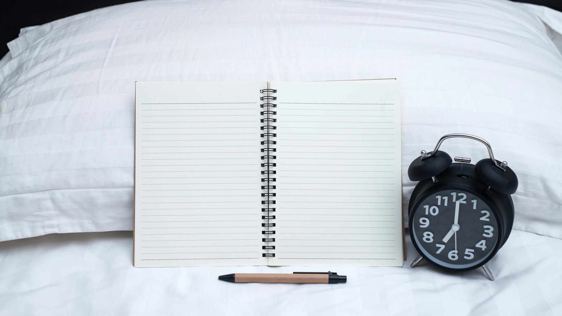 Univaikeudet ovat riesa monelle. Kysyimme neuvoja parempiin uniin unilääkäriltä.