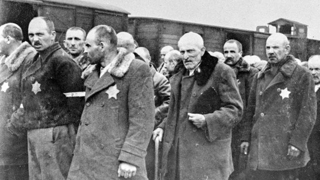 Vuonna 1963 22 entistä SS-sotilasta joutui oikeuden eteen syytettynä Auschwitz-Birkenaun keskitysleirillä tapahtuneista rikoksista.