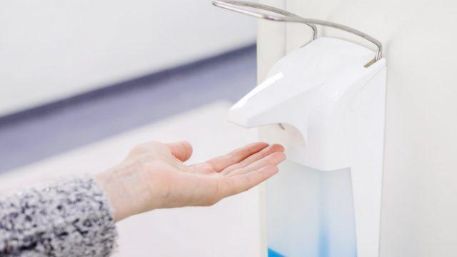 Hyvä käsihygienia estää virusten leviämistä.