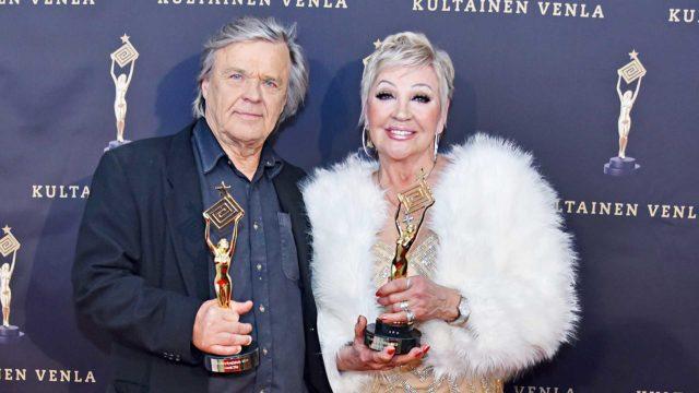 Näyttelijä Hannele Lauri ja ohjaaja-käsikirjoittaja Matti Ijäs saivat elämäntyöpalkinnot.