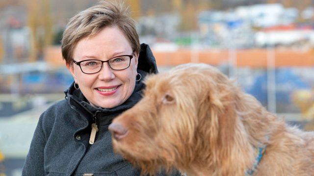"""Jänisrutto ei saanut Johanna Björkrothia inhoamaan pitkäkorvia. """"Metsästän ja syön yhä rusakoita ja jäniksiä."""""""