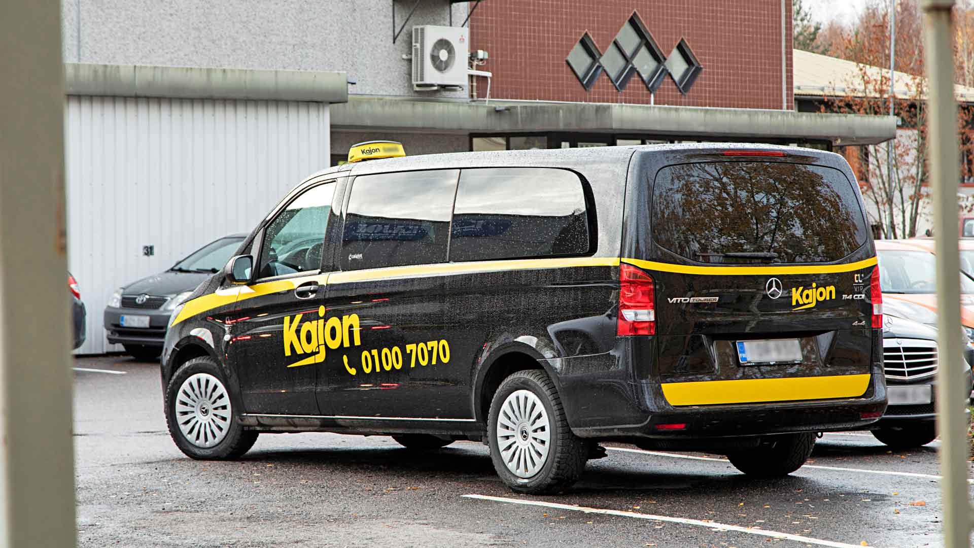 Kajonin taksikuljettajilla on yhtiöstä erilaisia kokemuksia. Jotkut ovat joutuneet hakemaan saataviaan palkkaturvan kautta, toiset ovat erittäin tyytyväisiä työhönsä.
