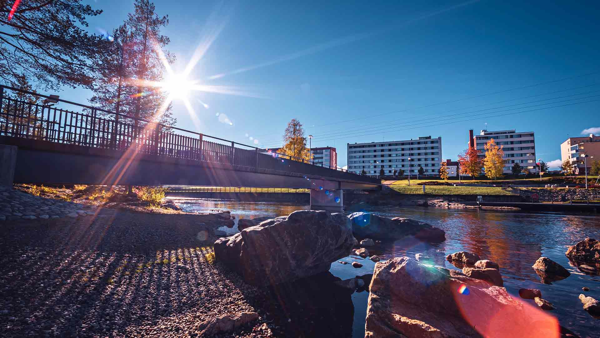 Kainuun maakuntakeskus on Kajaani, jonka asutuksen juuret ulottuvat aina 1600-luvulle saakka.
